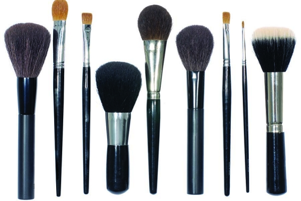Cleaning Makeup Brushes in 4 Easy Steps