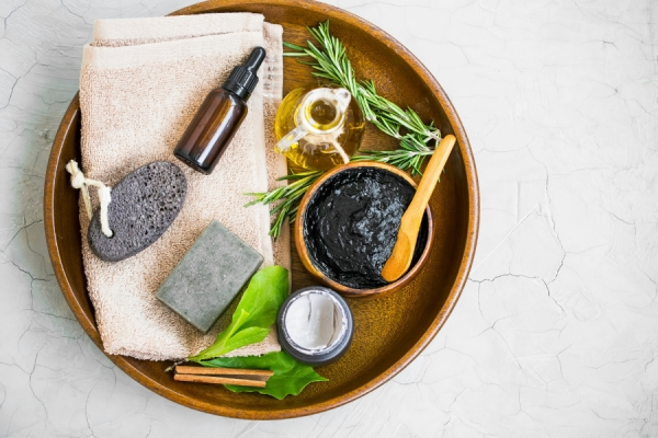 The Essential List: Ingredients to Treat Acne