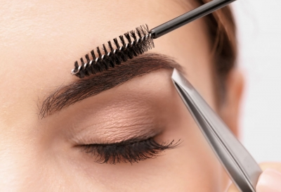 Achieving Fuller Brows Through Grooming, Diet, and Topical Care