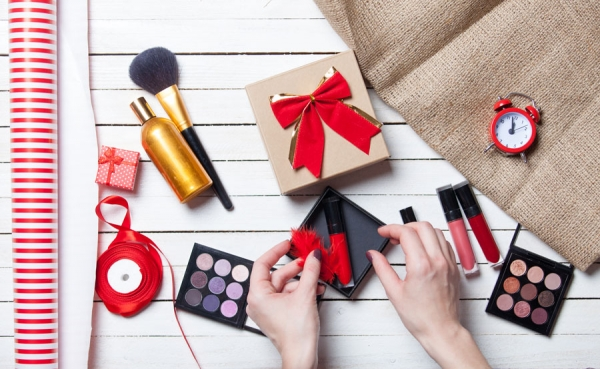 'Tis the Season: Planning Holiday Makeup Services