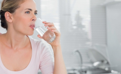 Will drinking water flush toxins from the body and improve oily and acne prone skin?